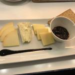 赤白 - チーズ自分焼き660円(税別)