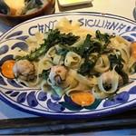 カンティーナ シチリアーナ - 広島産のカキと春菊のペペロンチーノ