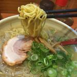 らーめん 北の大地 - 麺リフト
