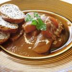 マーロウ - 牛タン煮込みシチュー(パン3枚付き)