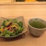 板前寿司 江戸 - サラダとお茶