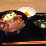 ザミートマーケット - ローストビーフ丼