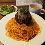 Bisro Brown - 肉玉ナポリタン
