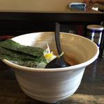奨 - こだわりの器でスープは熱々