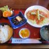 金与食堂 - 料理写真:B定食「若鶏の唐揚げチリソースがけ」850円