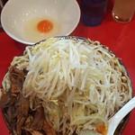 麺屋 桐龍 - 辛いラーメン(辛さ2倍)+麺マシ(500㌘申請)+生姜+鶏ほぐし+煮干し粉+生卵 ※コールは野菜以外全部マシ