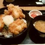 旅するどんぶり屋 - 特製鶏天丼、¥800。