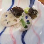 福縁 - レンコンときくらげの炒め物