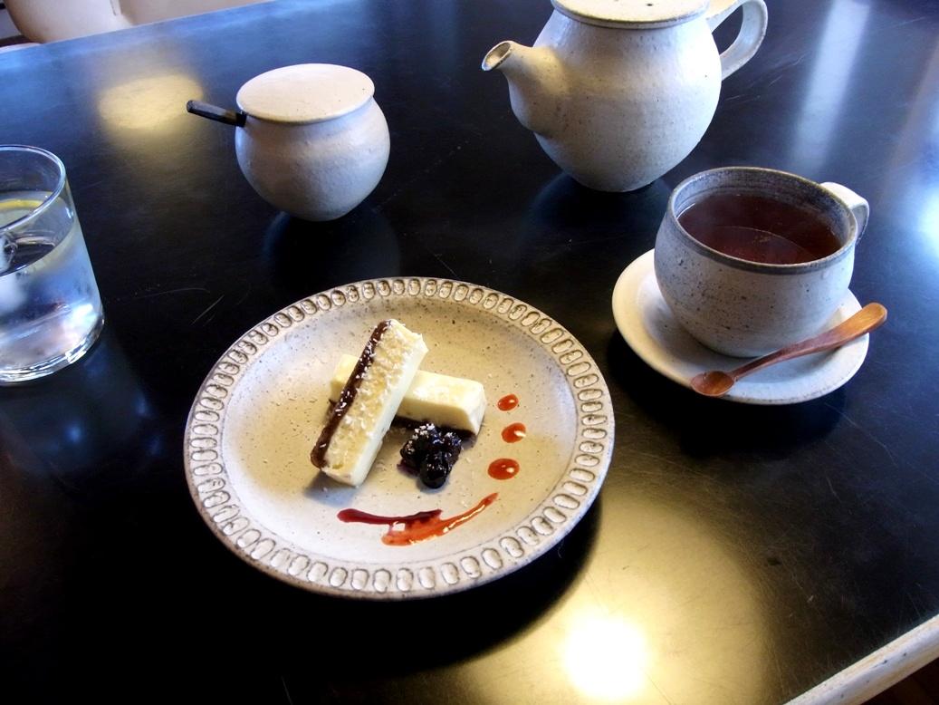 カフェ シロイロ