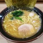 逗子家 - 料理写真:醤油ラーメン680円