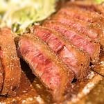 牛かつ もと村 - お肉は綺麗の綺麗な色にテンション上がります!