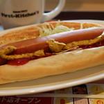 ファーストキッチン - 料理写真:ホットドッグ 290円。ホットコーヒー 100円。