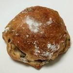 ベッカライ・ドルフィー  - 料理写真:天然酵母のフルーツパン(216円)
