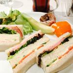 果実園 - モーニングCセット ミックスサンド サラダ、フルーツ、コーヒーor紅茶 ¥680