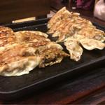 下町の空 - 料理写真:大盛ぎょうざ(32個) ※少し食べ始めてから撮りました(^_^;)