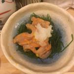 寿司辰 - お通し:イカの瓶詰めウニ和え