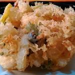 味奈登庵 - 海鮮かき揚げ天 別皿なのでサクサク。立派な体格です。