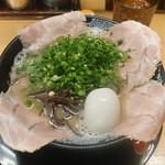 博多一幸舎 - 味玉チャーシュー麺