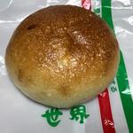 世界パン - 酵母あんぱん140円(税別)