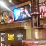 炭火焼肉 仁 - カウンターでTVも見れます