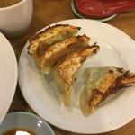 南海飯店 - 餃子200円