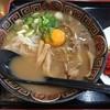 徳島らーめん ひろ家 - 料理写真:徳島らーめん肉入り中盛+生卵(760円)