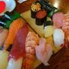 初寿司 - 料理写真:一日ランチ(手前「上寿司セット1,650円」奥「特上寿司セット2,950円」