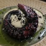 アトリエ フジタ - 真蛸のロースト チーズたっぷりのポテト 韮の香りを移したオイル2