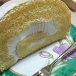 Flat - 1702 Flat ロールケーキ@1,317円 生クリームがミルキーで美味しい!