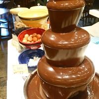 お子様から大人の方まで大人気のチョコレートファウンテン!