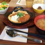 米どころん - 定食の全貌である