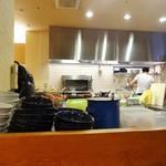 鳥料理 有明 - オープンキッチン