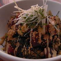 RAINBOW kitchen - マグロとアボカド丼 830円