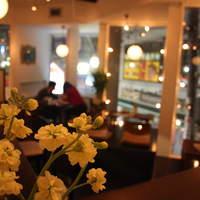 RAINBOW kitchen - 下北沢を見下ろす前面窓の開放的な空間