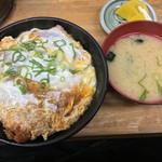 まるはのかつ丼 - カツ丼と味噌汁 懐かしの味です(^ ^)