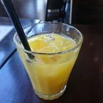 洋食屋チーフ - ローストビーフ丼(800円) オレンジジュース