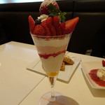 フォーシーズンズカフェ - アテモヤとあまおういちごのパフェ