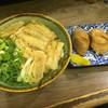 吉田屋 - 料理写真:ごぼう天うどん=390円 いなり=200円