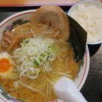香湯らーめん - 料理写真:塩ラーメン+半ライス