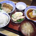 高岡のむら食堂 - 料理写真:6品で800円くらい