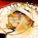 62342732 - 鮑と自家製胡麻豆腐、雲丹、伊勢海老に土佐酢の煮凝りをかけて