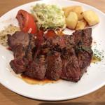 62372617 - 牛ハラミのステーキ(赤ワイン風味の特製わさび醤油ソース)