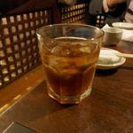 魚金 - 今回は、日曜日が仕事のスクランブル待機時間とあって、烏龍茶をごくり。