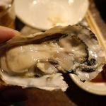 魚金 - どの刺し身も美味しく楽しめましたが、やはり冬はジューシーな牡蠣が特に絶品でした。