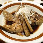 魚金 - 続いては甘辛く煮付けてボリューミーなタイのお頭煮をぺろり。