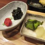 人形町 田酔 - 香の物・若芽の佃煮・梅干し
