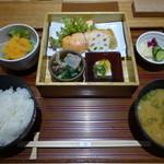 ヒトシナヤ - 鮭膳1112円