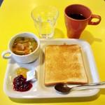 サクラカフェ&レストラン 池袋 - モーニングセット@350円 コーヒー・スープ・食パンはお替り自由なカフェぶっュッフェ方式です。