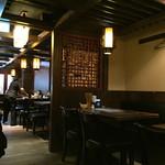 西安刀削麺酒楼 - 広い店内
