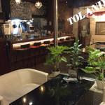 トゥーランド カフェ - 店内風景。